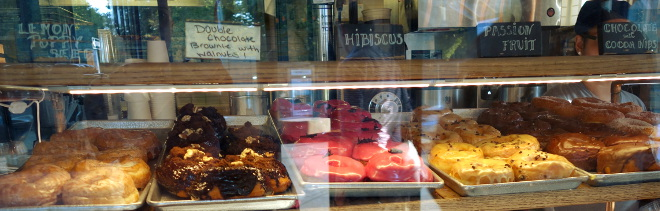 Kaleandtell - Doughnuts on display
