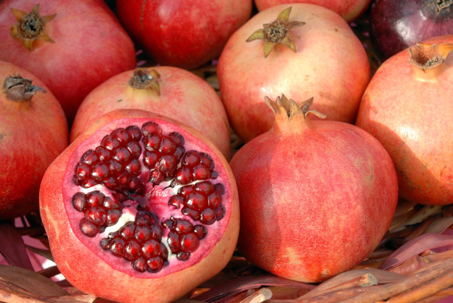 flickr_-_government_press_office_gpo_-_pomegranate_fruits_660px